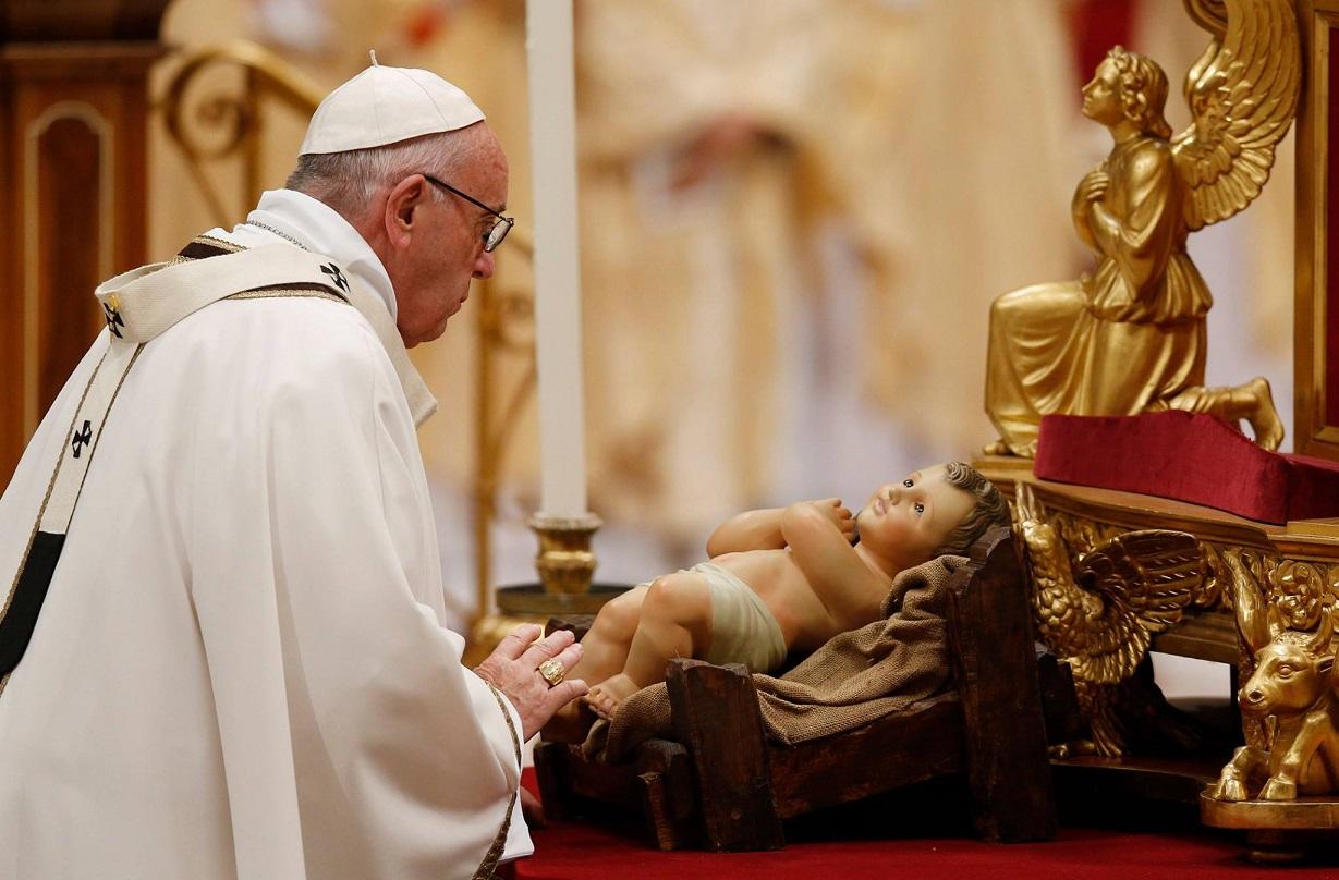 Папа на Мессе Рождества: обнять Христа в мигрантах и обездоленных