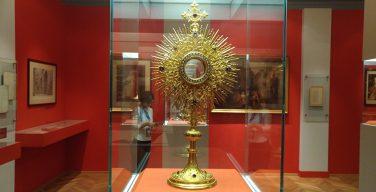 Секретный архив Ватикана впервые прислал документы на выставку в Москву