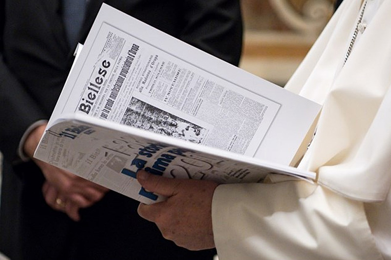 Папа: необходимо обеспечить существование и жизнеспособность печатных изданий