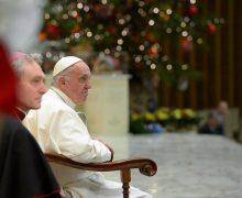 Папа: ёлка и ясли говорят с нами на языке символов, приближая рождение Сына Божьего (ФОТО)