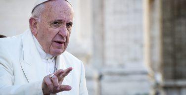 В пресс-службе Ватикана опровергли информацию о том, что Папа Римский пользуется WhatsApp