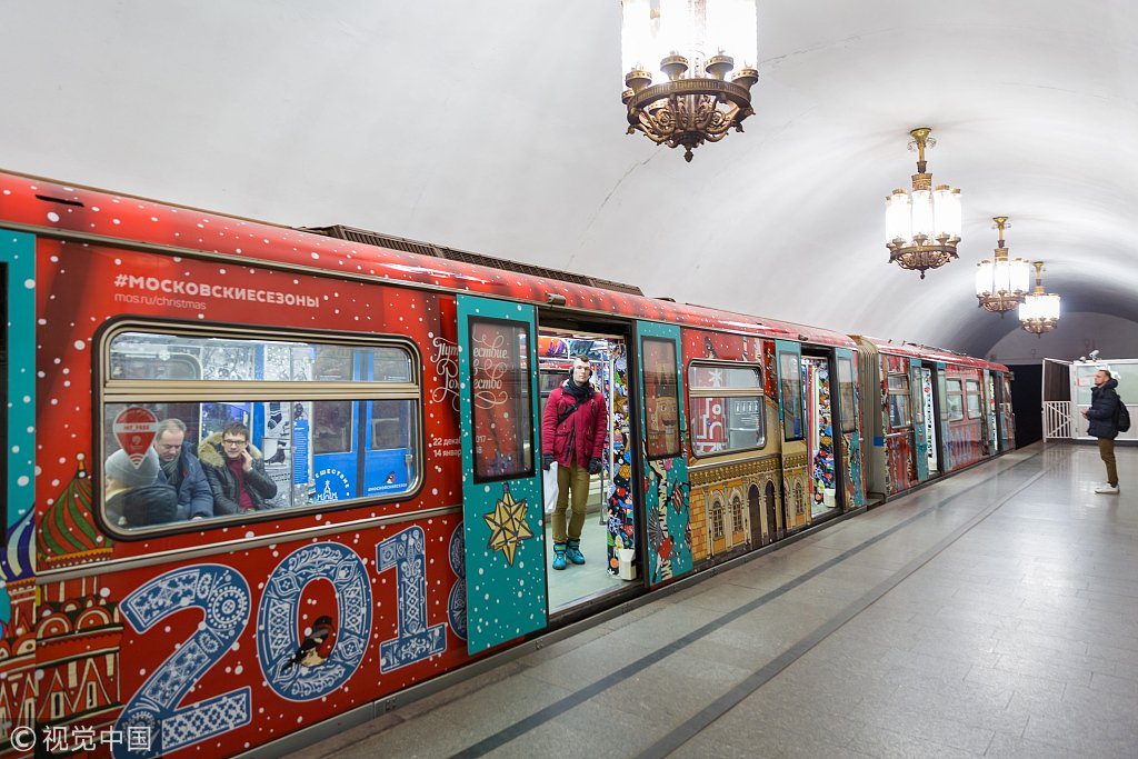 Поезд «Путешествие в Рождество» запустили на Кольцевой линии московского метро (ФОТО)