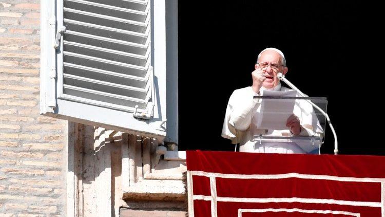 Слово Папы Франциска перед чтением молитвы «Ангел Господень» в 3-е воскресенье Адвента. 17 декабря, площадь Св. Петра