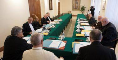 В Ватикане при участии Папы Франциска началась последняя в уходящем году встреча членов Совета кардиналов