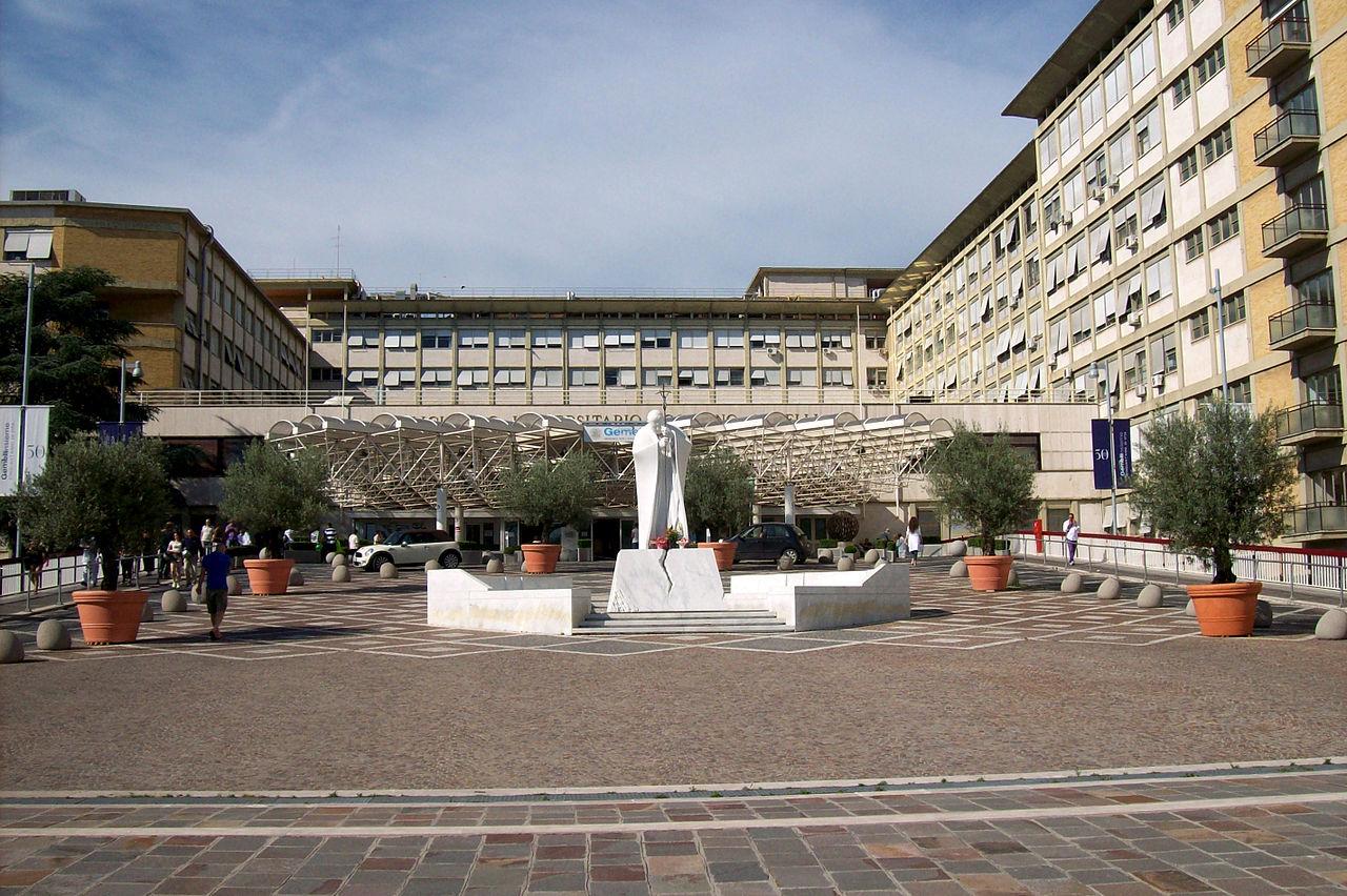 Римская клиника «Джемелли» получила три отличительных знака за заботу о здоровье женщин