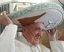 Папа Франциск выставит свое сомбреро на благотворительный аукцион