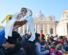 В ближайшее воскресенье Папа благословит фигурки Младенца Иисуса