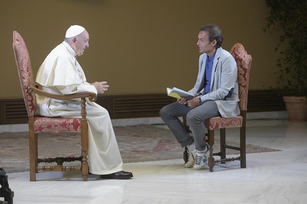Папа на Tv2000: «Не Бог вводит нас в искушение, а Сатана»