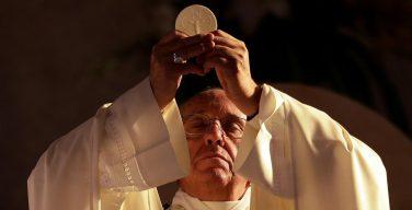 На общей аудиенции Папа объяснил, зачем нужно ходить на воскресную Мессу