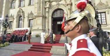 Папа Франциск встретился с властями Перу и дипломатами (+ ФОТО)