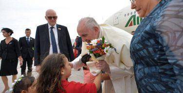 Папа Франциск прибыл в Сантьяго (+ ФОТО)