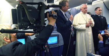 В беседе с журналистами на борту самолета Папа прокомментировал свои слова о монс. Барросе и о либеральной политике