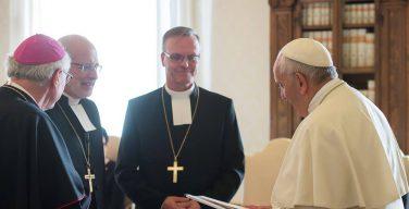 Папа: католики и лютеране призваны возвещать главенство Бога в секуляризованном мире (+ ФОТО)
