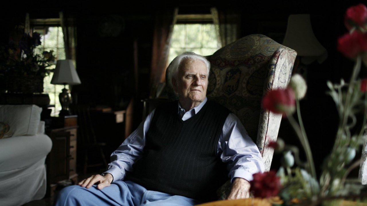 Американцы потеряли совесть нации: умер Билли Грэм