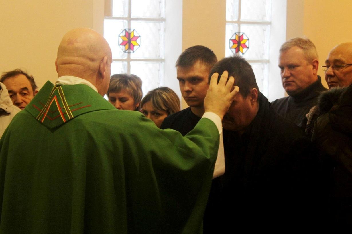«Прими крест на чело твое»