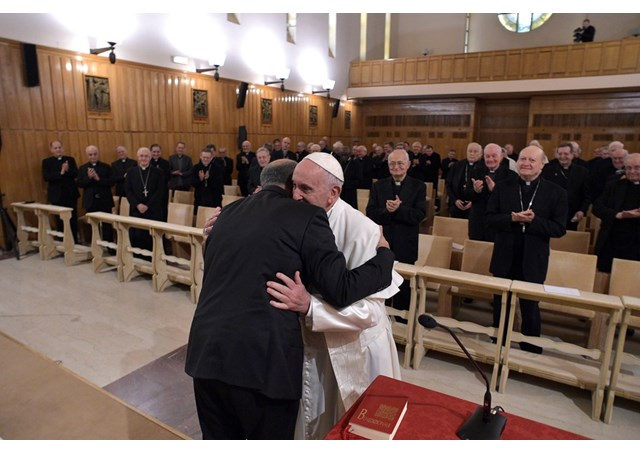 Духовные упражнения с участием Папы завершились