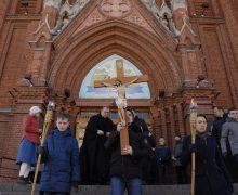 Общегородские богослужения Крестного пути прошли в Москве и Санкт-Петербурге