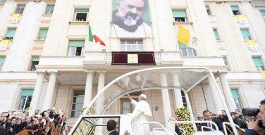 На Мессе в Сан-Джованни-Ротондо Папа Франциск призвал усвоить наследие святого Отца Пио