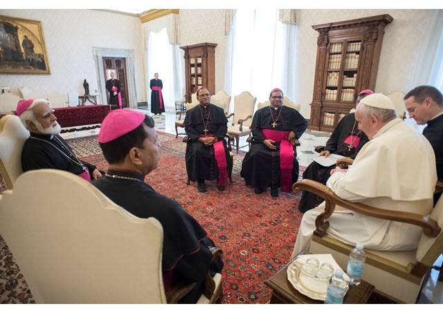 Папа Франциск принял епископов из Пакистана совершающих визит ad limina
