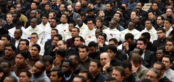 Папа Франциск встретился с семинаристами и священниками, обучающимися в Римских коллегиях