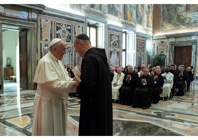 Папа Франциск принял на аудиенции монахов-бенедиктинцев