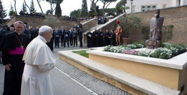 Папа Франциск освятил статую святого Григория Нарекаци
