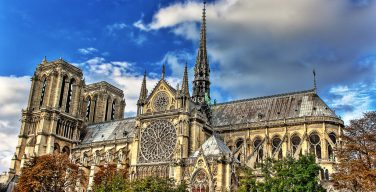 Макрон хочет восстановить «нарушенную связь» между Церковью и государством