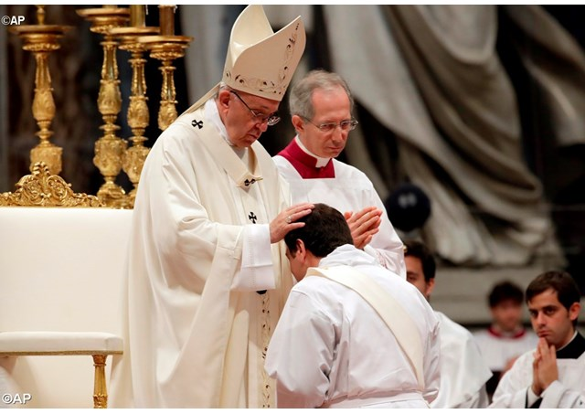 Папа Франциск рукоположил новых пресвитеров в воскресенье Доброго Пастыря