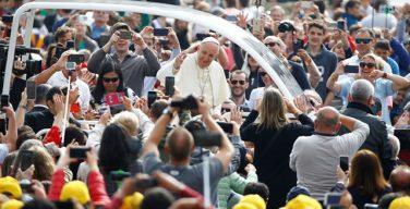 На общей аудиенции 9 мая Папа Франциск рассказал о неизгладимой печати Крещения