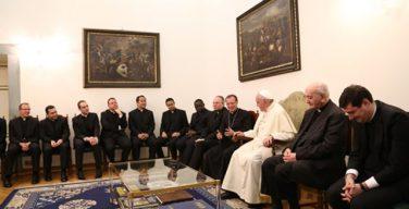 Папа Франциск встретился с молодыми ватиканскими дипломатами