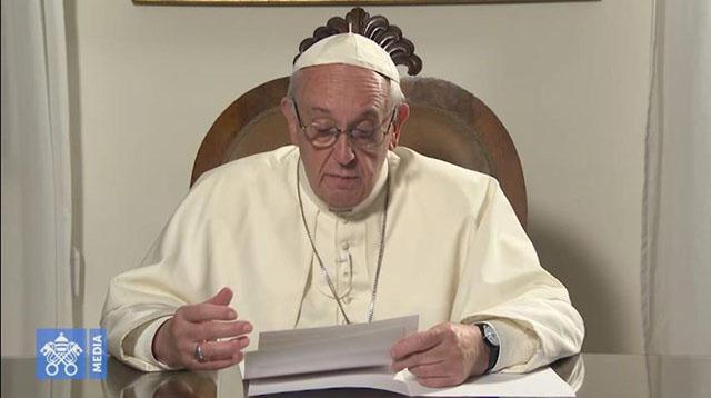 В ходе международного телемоста Папа Франциск обратился к молодым российским католикам