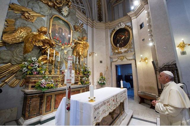 Папа Франциск начал месяц май молитвой по Розарию в святилище Богоматери Божественной Любви