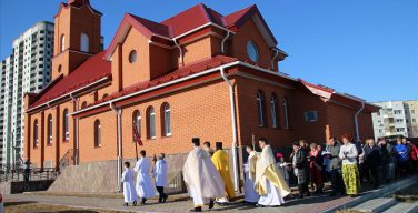 Католики Сургута отметили свой престольный праздник и два «малых юбилея» (+ФОТО)