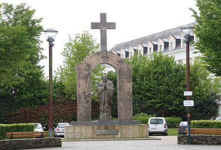 Во Франции началась подготовка к демонтажу и переносу памятника Иоанну Павлу II работы Церетели