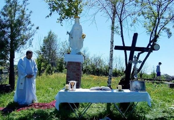 Католики из Томска и Томской области отметили престольный праздник сгоревшего храма в селе Белосток