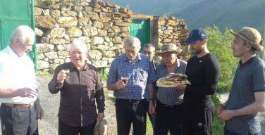 Старейшины родного села главного тренера российских футболистов перед матчем молились всем святым