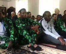 Футболисты сборной Нигерии вместе с мусульманами Калининграда отметили праздник Ураза-байрам