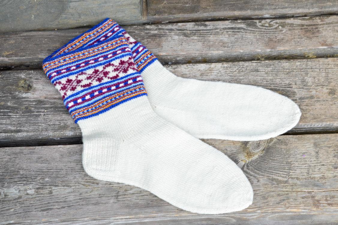 К визиту Папы Франциска латвийская «Caritas» призывает католиков вязать узорчатые носки