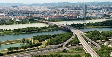 Австрия депортирует до 40 имамов и закроет мечети из-за закона об исламе