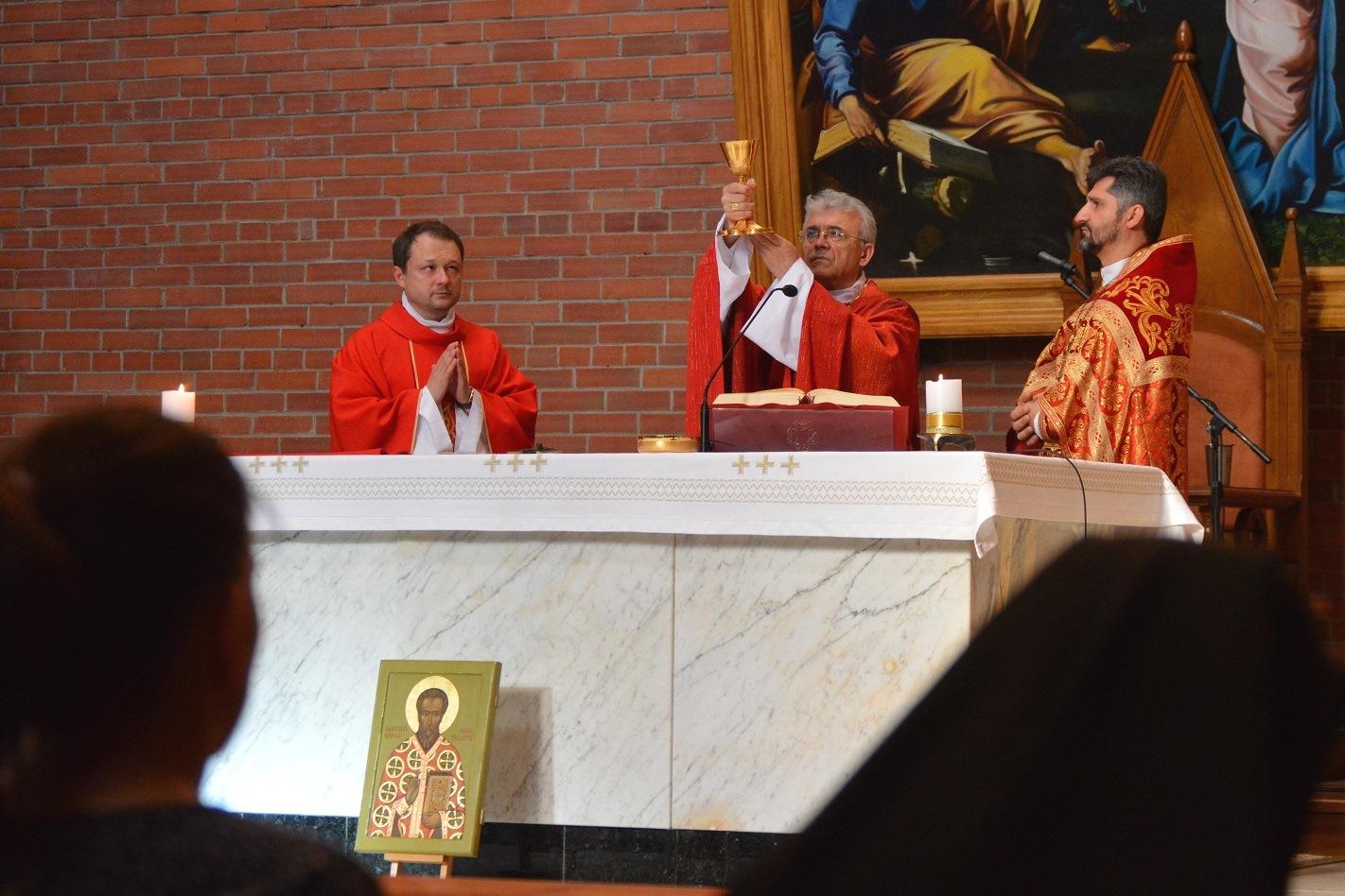 В Кафедральном соборе Новосибирска была торжественно отслужена Мессав память первого Экзарха Российского, блаженного священномученика Леонида Федорова