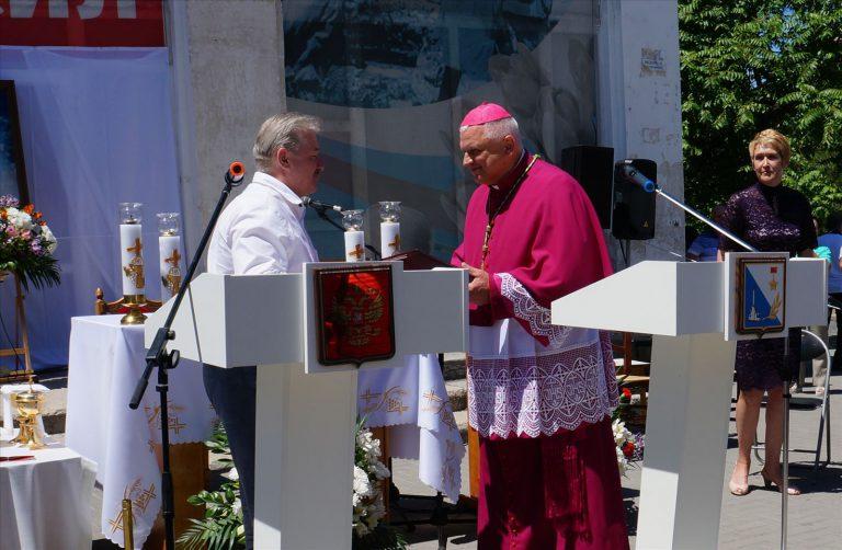 Католический прорыв. Севастопольские католики приступили к возрождению главного крымского храма