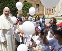 Папа Франциск пассажирам «детского поезда»: необходимо помнить о первых учителях