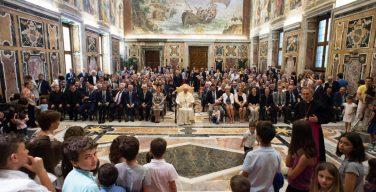Святейший Отец: семья едина, брачный союз мужчины и женщины нерасторжим