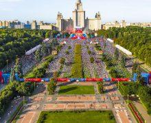 Иностранцы, прибывшие на ЧМ-2018, интересуются православием, свидетельствуют в храме фан-зоны
