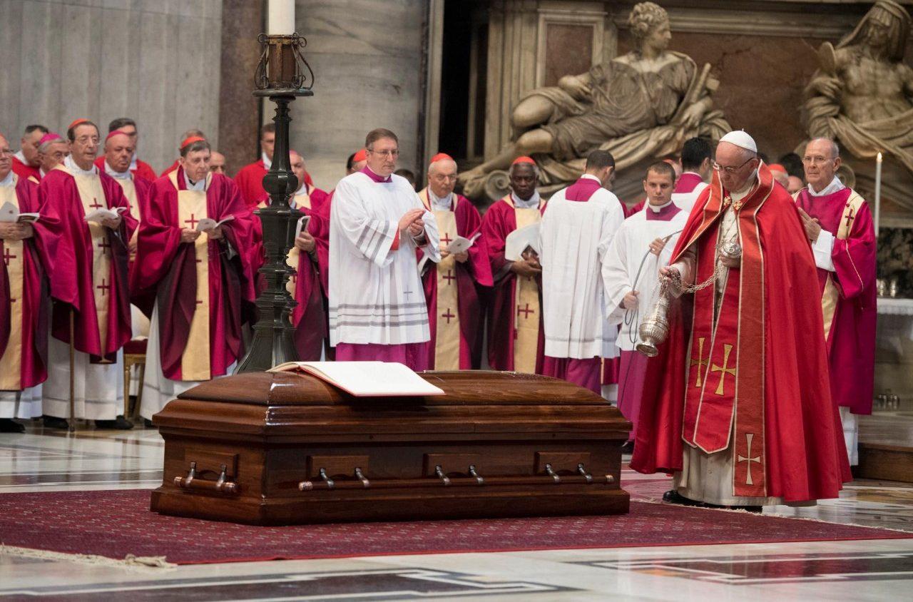 Последнее прощание с кардиналом Жан-Луи Тораном