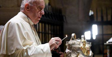 Папа — богословам: нести исцеление израненным людям