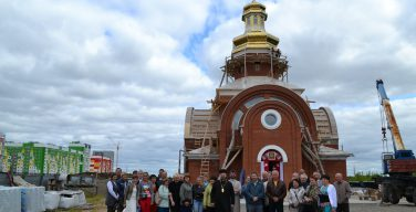 Освящен и установлен крест на храме святого Николая Чудотворца в Нижневартовске (+ ФОТО)