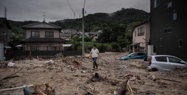 Папа молится о жертвах наводнения в Японии