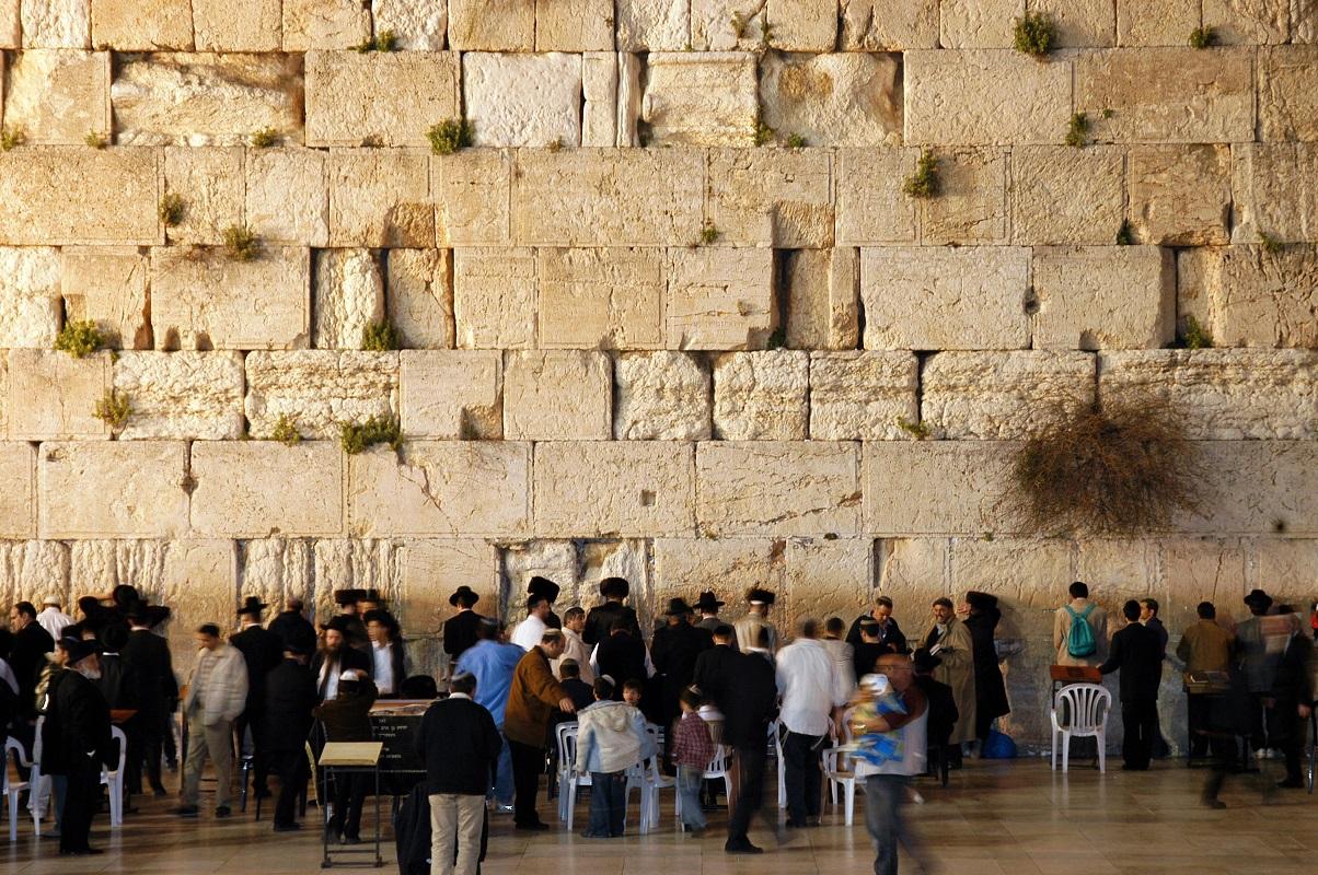 От Стены Плача в Иерусалиме откололся стокилограммовый фрагмент