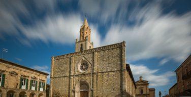 После землетрясения вновь открыт собор в Атри